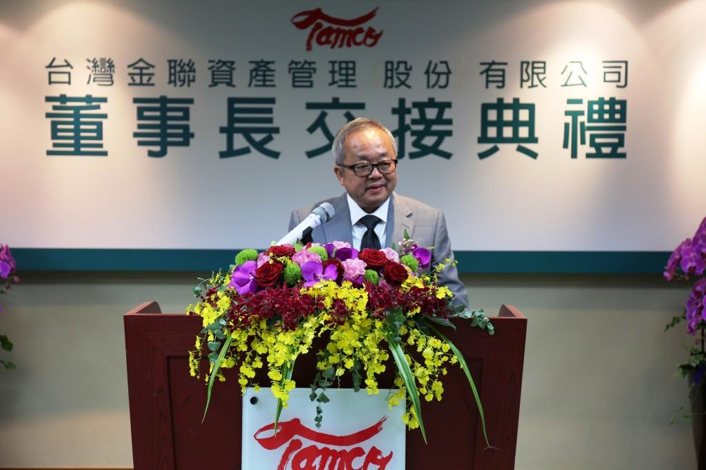 台灣金聯資產管理公司董事長施俊吉20日正式上任,他期勉同仁解決問題,開拓新機、承先啟後,創造績效。